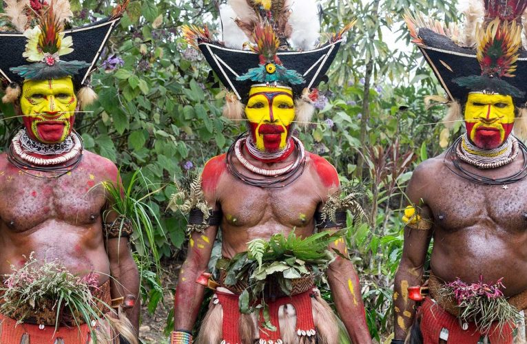The Colourful Crown Sellers of Papua