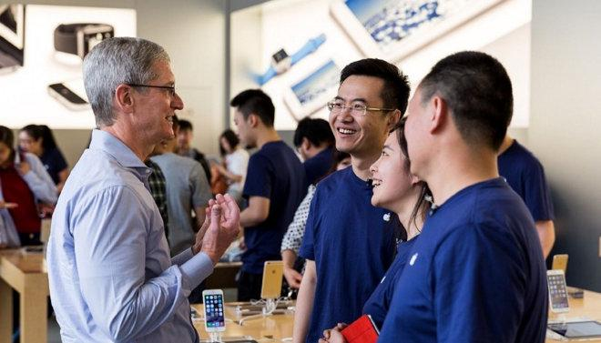 Apple employees protest following Tim Cooks call back to the office from September